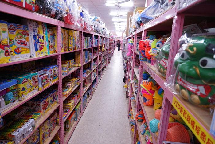 2020 01 19 201634 - 熱血採訪│台中玩具批發店擴大營業,生活百貨通通有、過年期間也有營業
