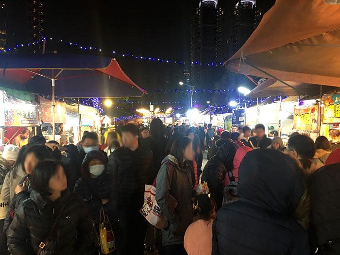 2020 01 28 223102 - 2020台灣燈會新創餐飲市集!攤位多人潮不少,賞燈記得戴口罩