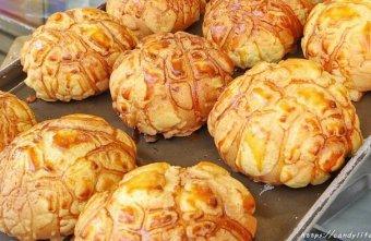 2020 02 16 190115 - 逢甲人氣現烤菠蘿麵包,外酥內軟,還有香蒜條、乳酪條、花生條,讓人一訪再訪!
