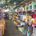 熱血採訪 | 台中300坪大型玩具批發清倉4.8折,佳昇玩具百貨衛生紙、義美小泡芙整箱扛著走