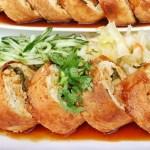 創意春捲臭豆腐,外脆內軟,餡料滿滿,素食也能享用~