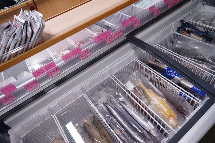 2020 09 21 013504 - 熱血採訪│台中海產批發超商,超大凍庫有夠冷,現場活海鮮也不少,期間限定泰國蝦一斤250