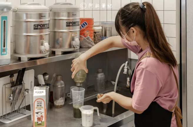 2020 10 26 122618 - 熱血採訪│芝士奶蓋必喝!從嘉義紅到國外的白巷子,台中也能喝得到,日本民眾大排長龍為了這一味