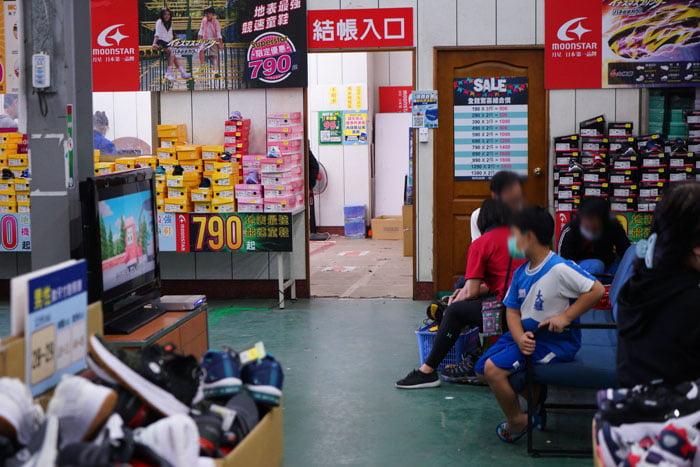 2020 11 05 191649 - 熱血採訪│台中童鞋工廠開倉,只有十天,加1元多1件,錯過只能等明年