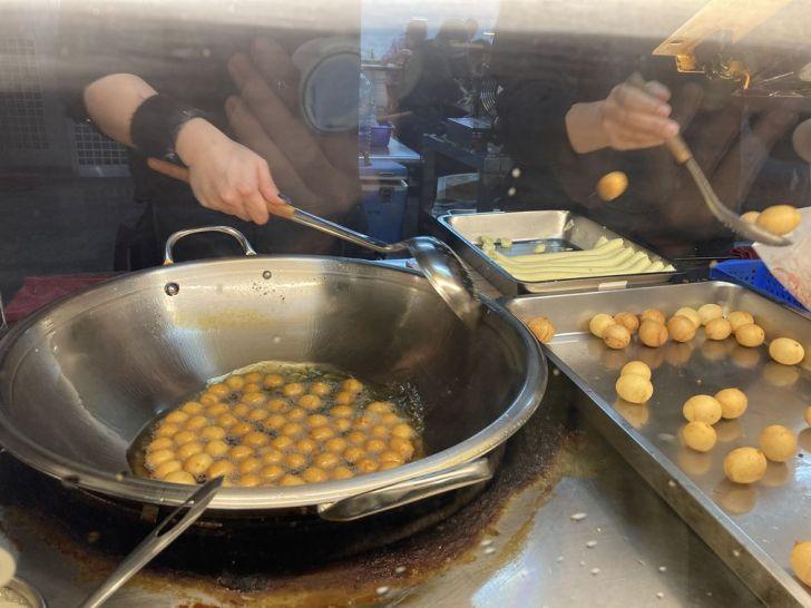 2020 12 08 204249 - 西區地瓜球|向上市場阿婆QQ地瓜球,外皮金黃酥脆完美空心,簡單涮嘴的平民小吃