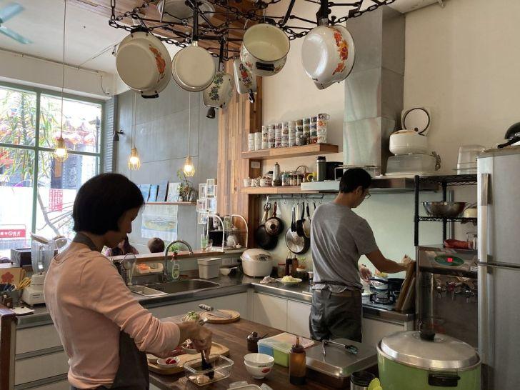 2020 12 25 144945 - 一中街美食|明賢行敲碗去骨油雞腿飯,淋在上頭的青醬泥吃起來竟然有芥末嗆辣味!