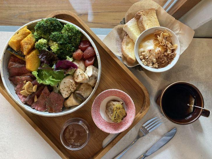 2020 12 31 221251 - 西屯區早午餐|拾陌 Shihmo大份量美味早午餐,激推鮭魚玫瑰花佐班尼迪克蛋,淋上粉色荷蘭醬好浪漫~