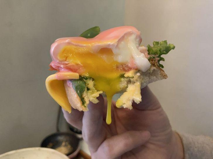 2020 12 31 221431 - 西屯區早午餐|拾陌 Shihmo大份量美味早午餐,激推鮭魚玫瑰花佐班尼迪克蛋,淋上粉色荷蘭醬好浪漫~