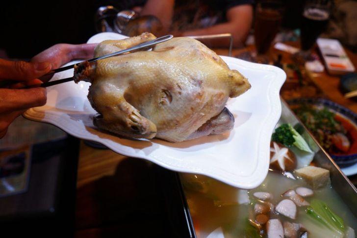 2021 02 15 230534 - 熱血採訪 台中長形金雞聚寶白鍋,滿滿蔬食海鮮配上整隻小蔘雞,雞高湯無限續加