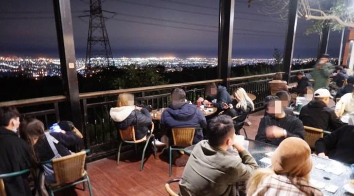 2021 02 16 233959 - 台中少見的夜景桌遊咖啡廳,不限時、營業到凌晨3點,夜景+桌遊一次get!