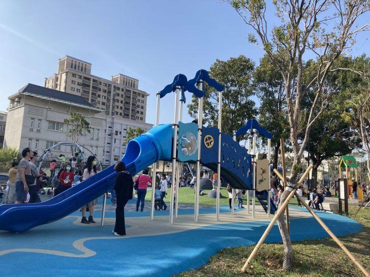 2021 02 25 210519 - 台中南區全新綠川水淨樂園,多樣新奇兒童遊樂設施,地面鋪上防護地墊更安全