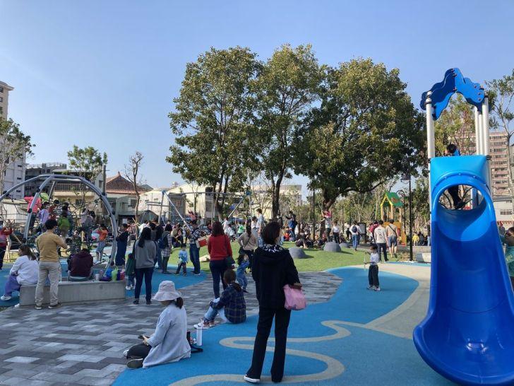 2021 02 25 213830 - 台中南區全新綠川水淨樂園,多樣新奇兒童遊樂設施,地面鋪上防護地墊更安全