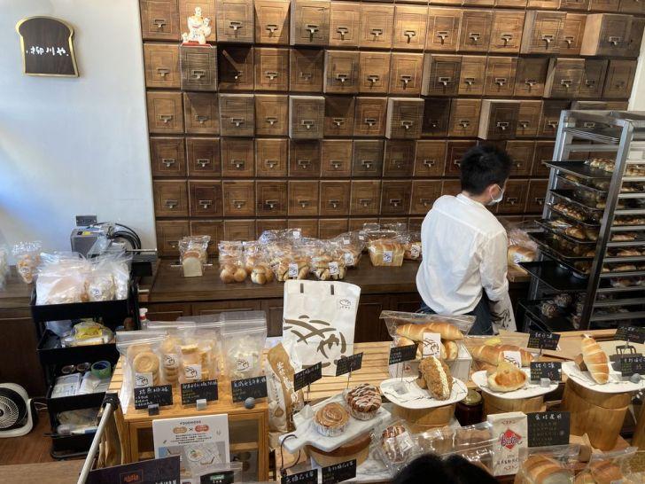 2021 02 27 165848 - 西區甜點 網封最可愛的麵包店柳川 や,巨大菠蘿麵包好吸睛,日系老宅飄出陣陣麵包香