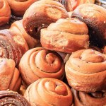 上海脆皮烤饅頭一顆只要7塊錢!原味、花生、蔥花、巧克力口味通通有,搭配底部脆皮焦糖好涮嘴~