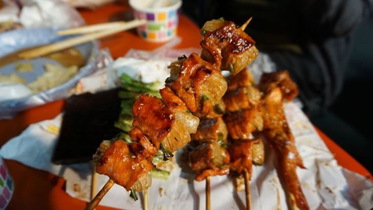 2021 03 23 192705 - 霧峰夜市簡單美味的正統烤肉,必點洋蔥豬肉串清甜好爽口,還有霸氣整隻雞腿現點現烤
