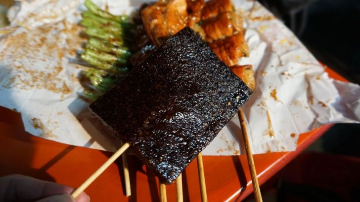 2021 03 23 192749 - 霧峰夜市簡單美味的正統烤肉,必點洋蔥豬肉串清甜好爽口,還有霸氣整隻雞腿現點現烤