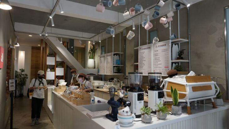 2021 03 31 020057 - 透天白色奶泡貓咖啡館好好拍,咖波迷快來找奶泡貓一起喝下午茶!