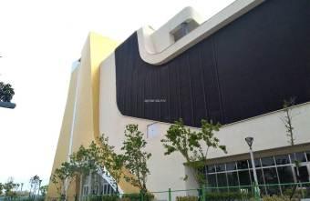 2021 03 31 223515 - 台中特色建築,金屬外觀閃亮顯眼,遠觀樓梯非常陡峭!臺中中央公園旁,中台灣電影中心。