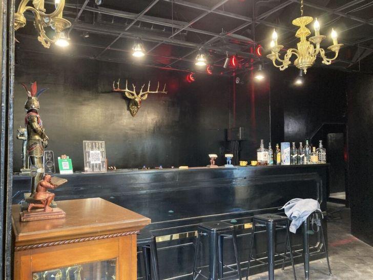 2021 04 11 222901 - 50年代歐美復古風大人物男仕理髮廳,剪髮還提供一杯威士忌小酌,讓你身心都很Chill