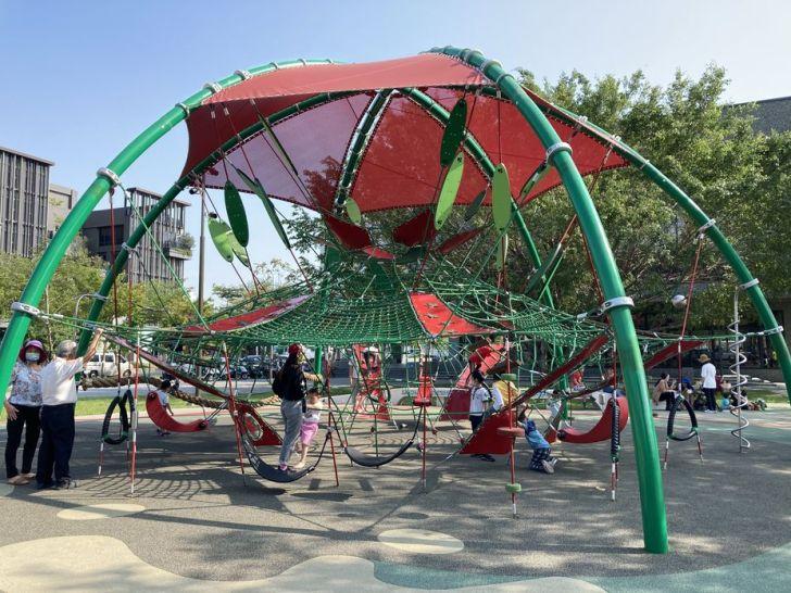 2021 04 17 155258 - 台中又有新公園啦!黎新公園超大圓形攀爬網,還有少見的無障礙盪鞦韆、戶外健身設施