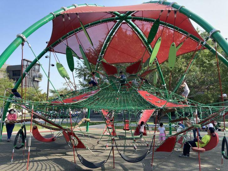 2021 04 17 155315 - 台中又有新公園啦!黎新公園超大圓形攀爬網,還有少見的無障礙盪鞦韆、戶外健身設施