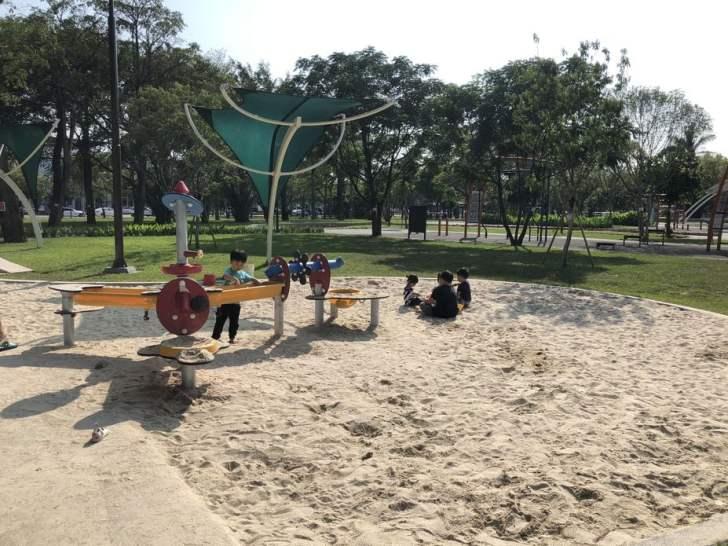 2021 04 17 155359 - 台中又有新公園啦!黎新公園超大圓形攀爬網,還有少見的無障礙盪鞦韆、戶外健身設施