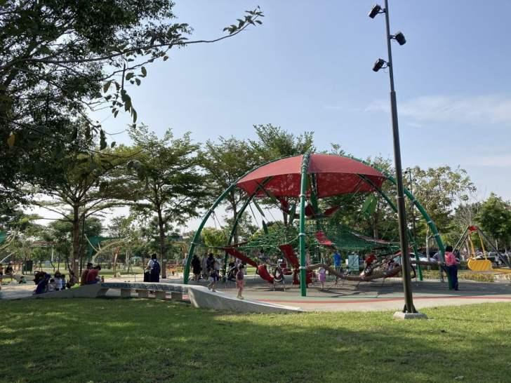 2021 04 17 155841 - 台中又有新公園啦!黎新公園超大圓形攀爬網,還有少見的無障礙盪鞦韆、戶外健身設施