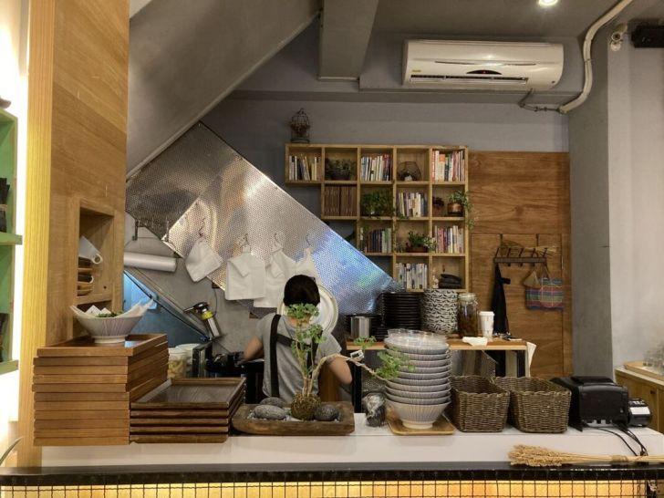 2021 05 07 225558 - 精誠商圈木質調小店綠光咖哩,多種國家特色咖哩一次擁有,內用飲料喝到飽