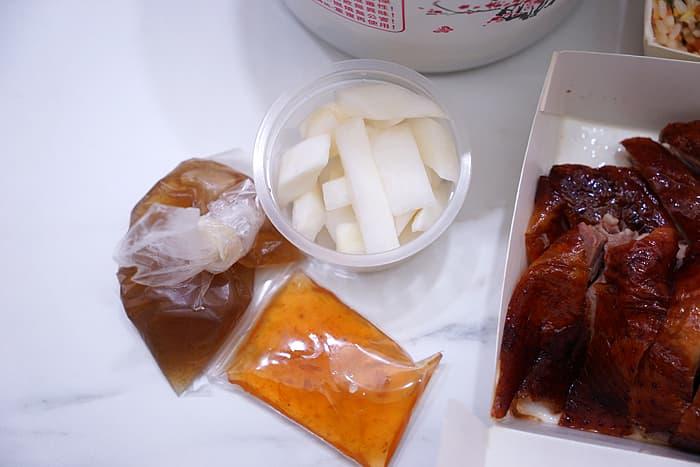 2021 06 14 094100 - 熱血採訪│台中這間燒鵝便當配菜多多還有附湯,雖然價格不便宜,卻常常很早就賣完