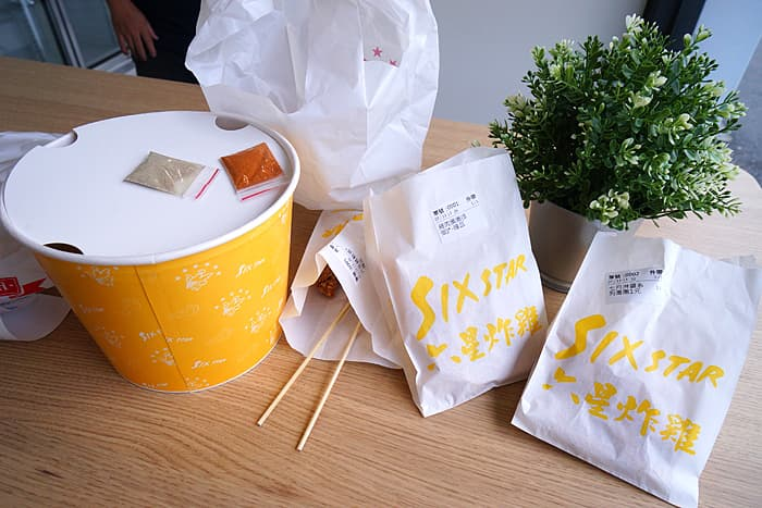 2021 07 19 015642 - 熱血採訪│全台首間卜蜂門市在台中!逛小超市還能買現炸炸雞