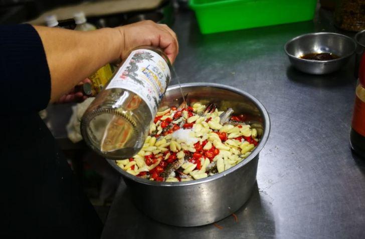 2021 07 31 040646 - 熱血採訪│靠海人家的私房料理,金門高粱嗆蟹快閃台中,只有短短五天!限量400罐