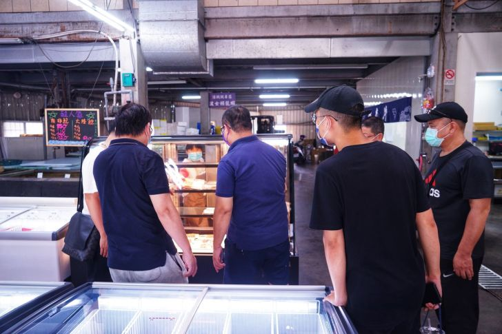 2021 09 02 213236 - 熱血採訪|台中海產超市重新裝潢,歡慶開幕消費滿千就送三色生魚片,無限累加