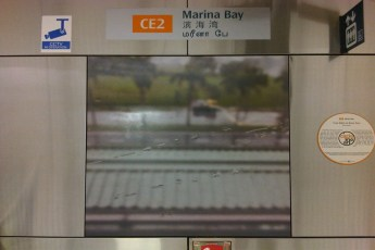 graphic-signage-marina-bay-mrt-station-13