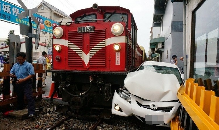 Car crushed by a train after failing to heed warnings at a level crossing