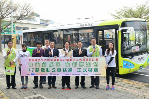 Tainan City officials pose in front of the city's first electric bus