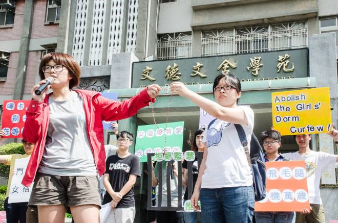 Students swear to maintain a hunger strike at a university in Taiwan