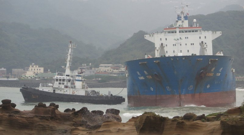 the grounded oil tanker Kang Yun