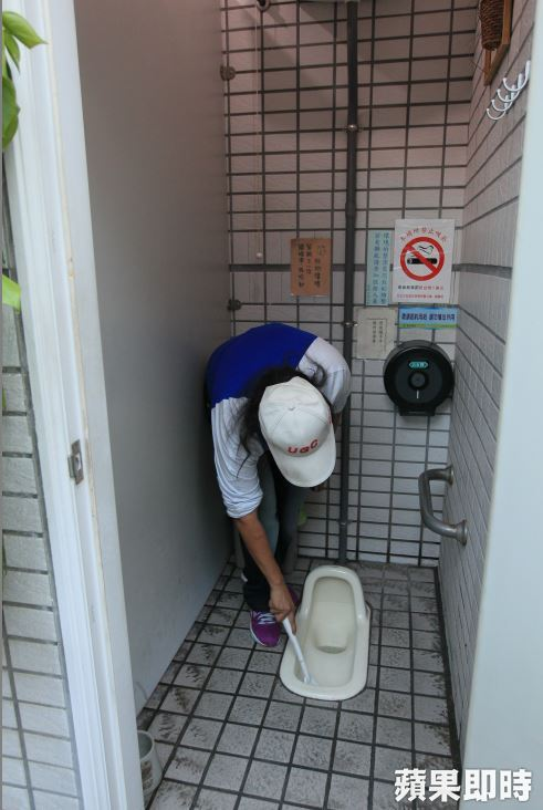 a squat style gas station toilet in Taiwan
