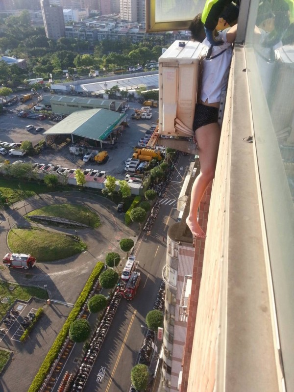 woman seen dangling from the 18th floor after becoming stuck