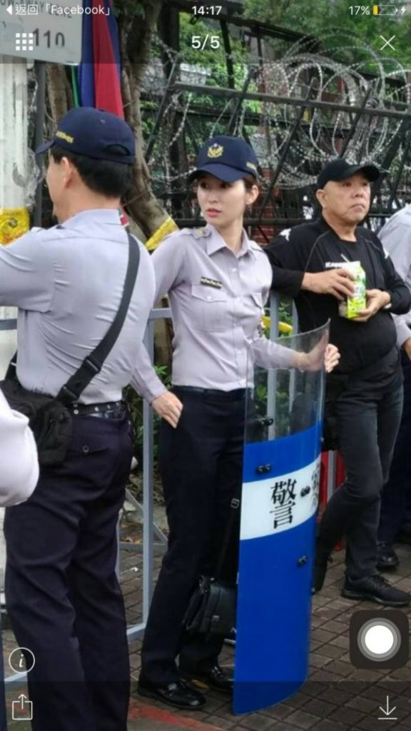 A pretty Taiwanese police officer who got attention in social media April 18, 2017
