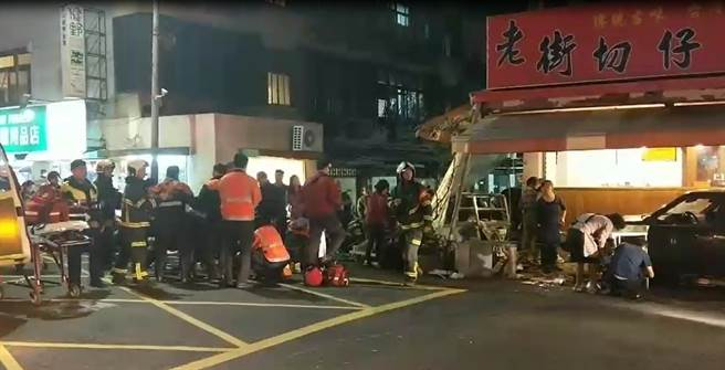 fire and rescue personnel at scene of car crash in shilin district