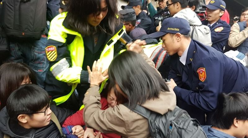 protesters clash with police of labor law reforms