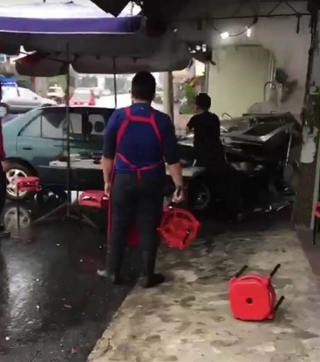 man drives car into restaurant in Tainan City