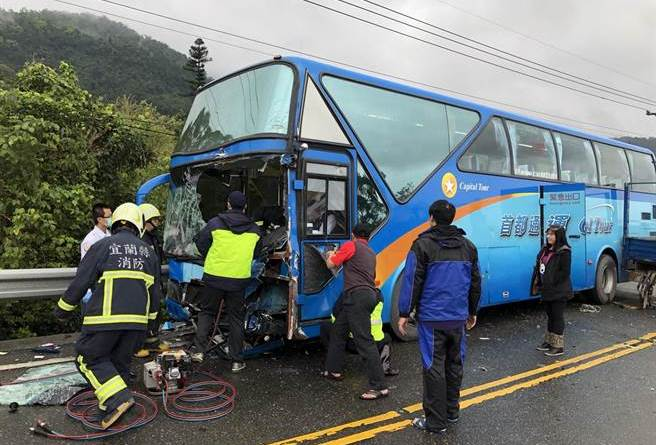 bus involved in crash in Ilan County