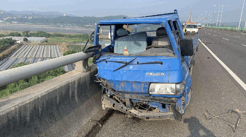 truck crashed on elevated freeway in Kaohsiung City October 27
