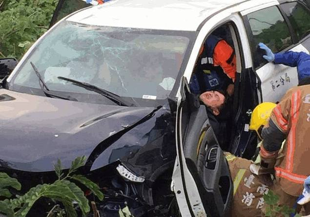 injured driver of police car seen in wrecked vehicle