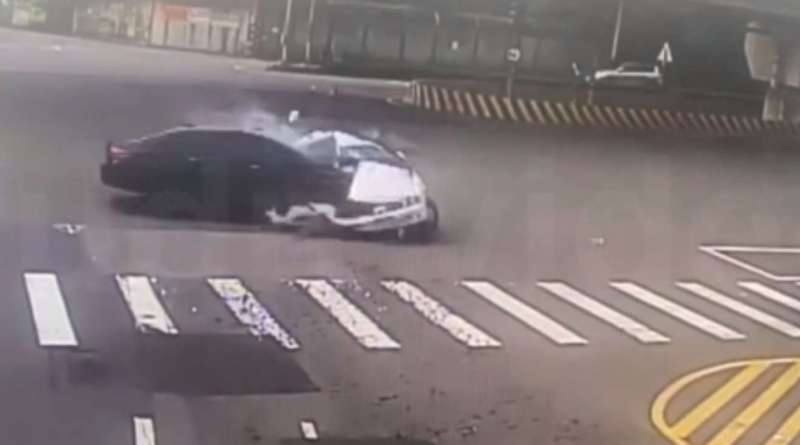 Moment of impact when BMW sedan crashes into Nissan March at high speed