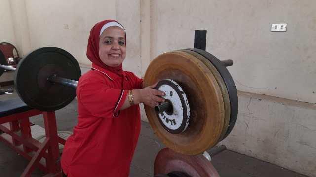 حنان فؤاد : بطلة مصر في رفع الأثقال لقصار القامة