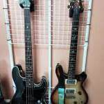 100均グッズ&ギターハンガーで、壁掛けギタースタンドを製作