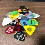 ギター、初心者におすすめピック5選〜最初はトライアングルでミディアムでセルロイド!